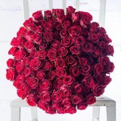 Rózsa csokor vörös 99 szálas kötésben