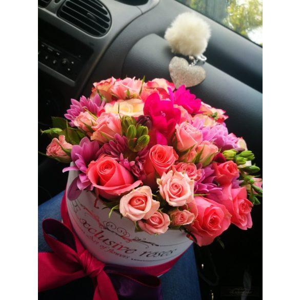 Exclusive vegyes virág fehér boxban boxban