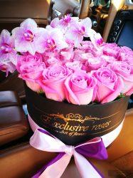 Exclusive Rózsa Box 40-50 szàlas Box Phalaenopsis Orchideàval